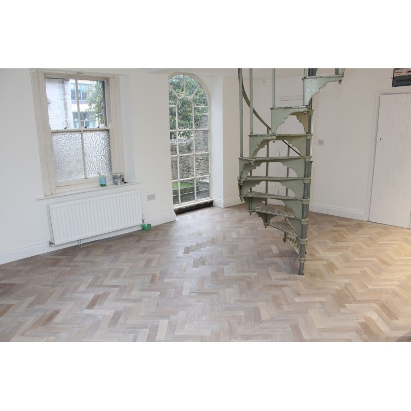 P121 16 Dark Moon Tumbled Parquet Flooring